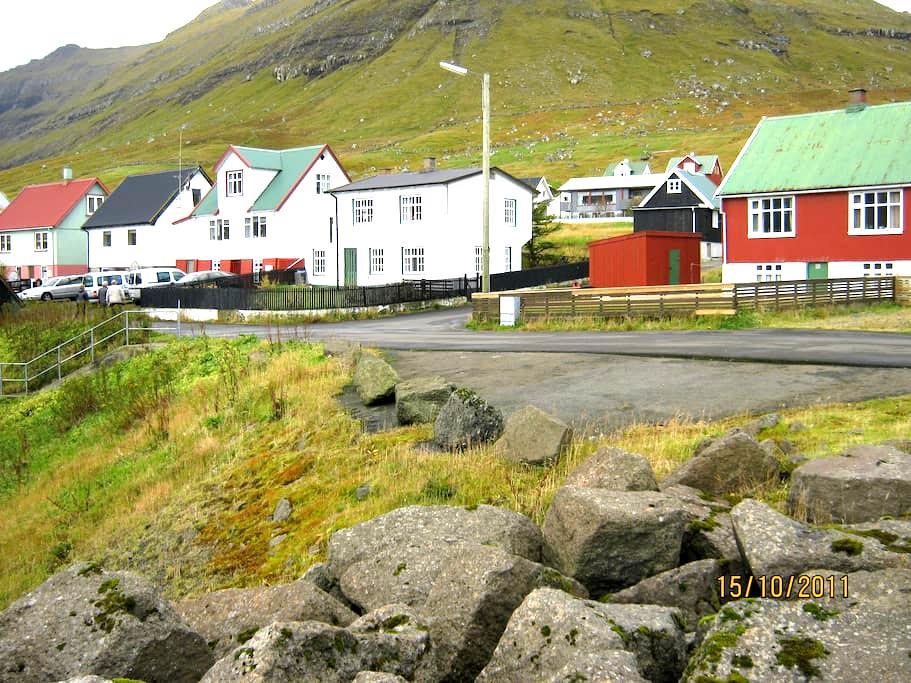 Lille hyggelig bygd og dejligt hus. - Oyndarfjørður
