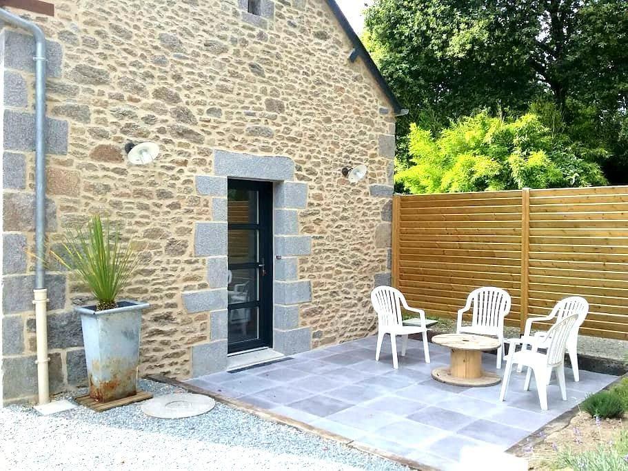 Charmante maison rénovée, au calme - Saint-Pierre-de-Plesguen - House