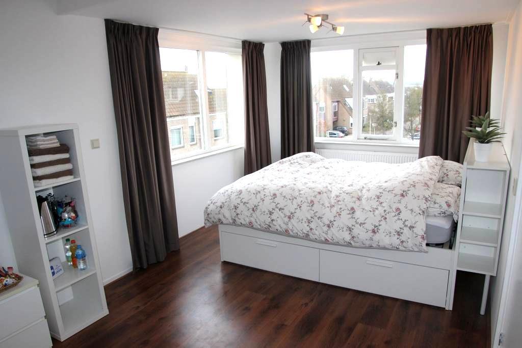 Luxe privékamer nabij strand. - Noordwijkerhout - Huis