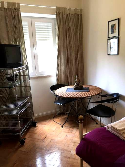 ROOM+Bathroom - 15 min to Center City (metro ROMA) - Lisboa - Apartamento