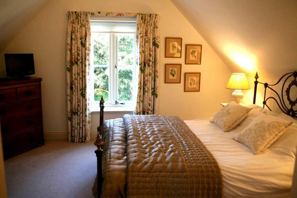 A beautiful double bedroom - Bowerchalke - Bed & Breakfast