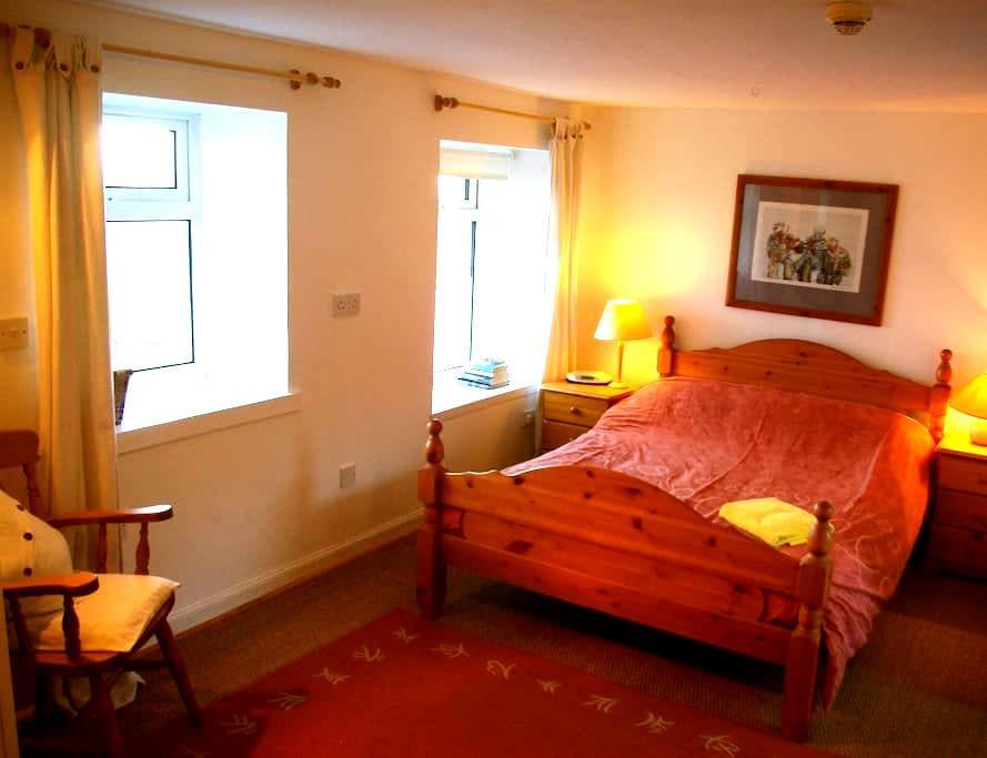 Large Double En-Suite (Storr) - Linicro - Casa