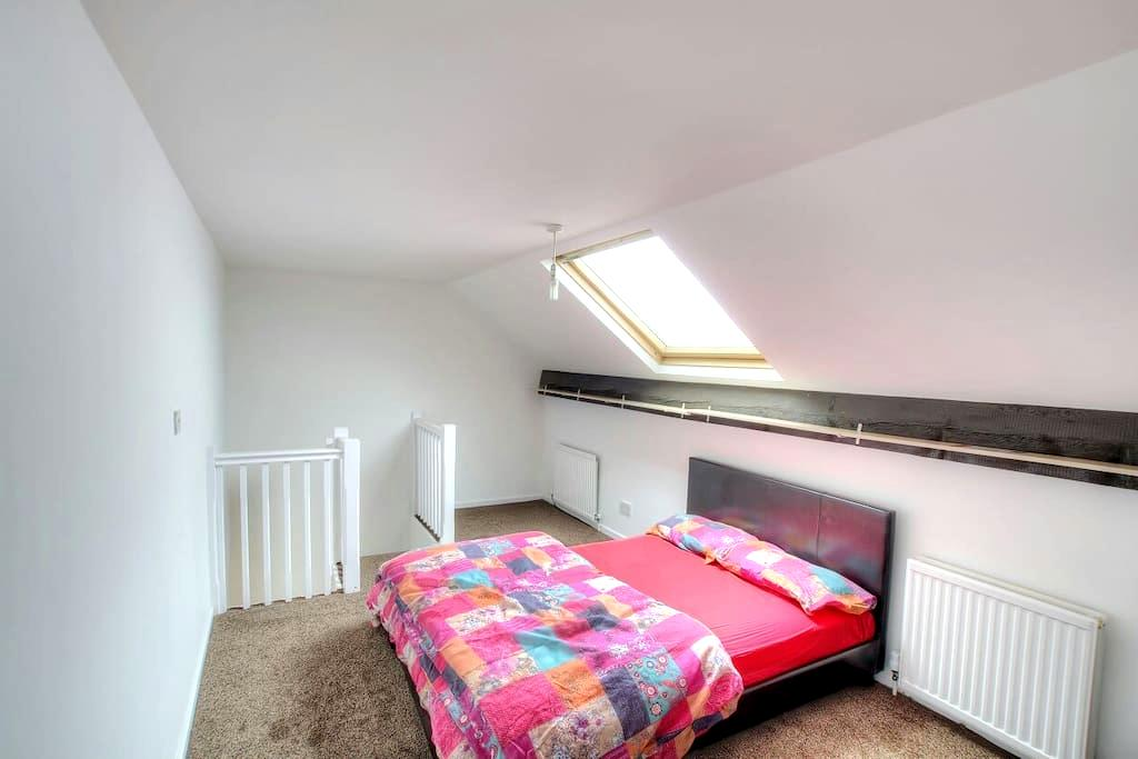 2 Bed - Nice & New just outside City Centre - Leeds - Hus