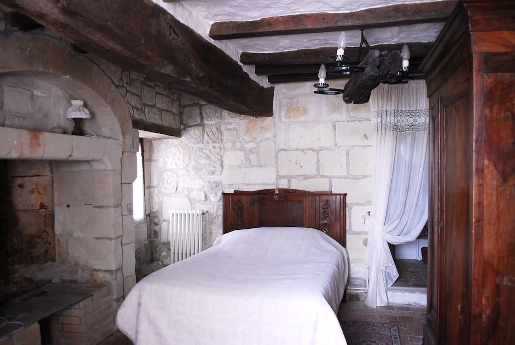 1 Tuffeau Stone bedroom - Coutures - Casa