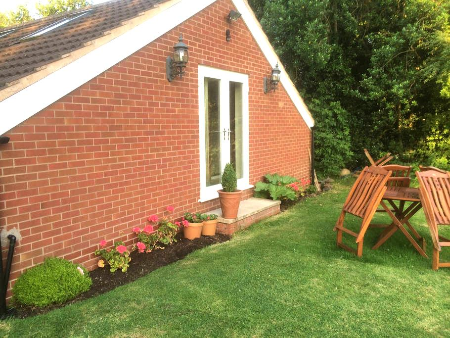 2Bed Garden Apt, whole prop'  Solihull NEC Airport - West Midlands - アパート
