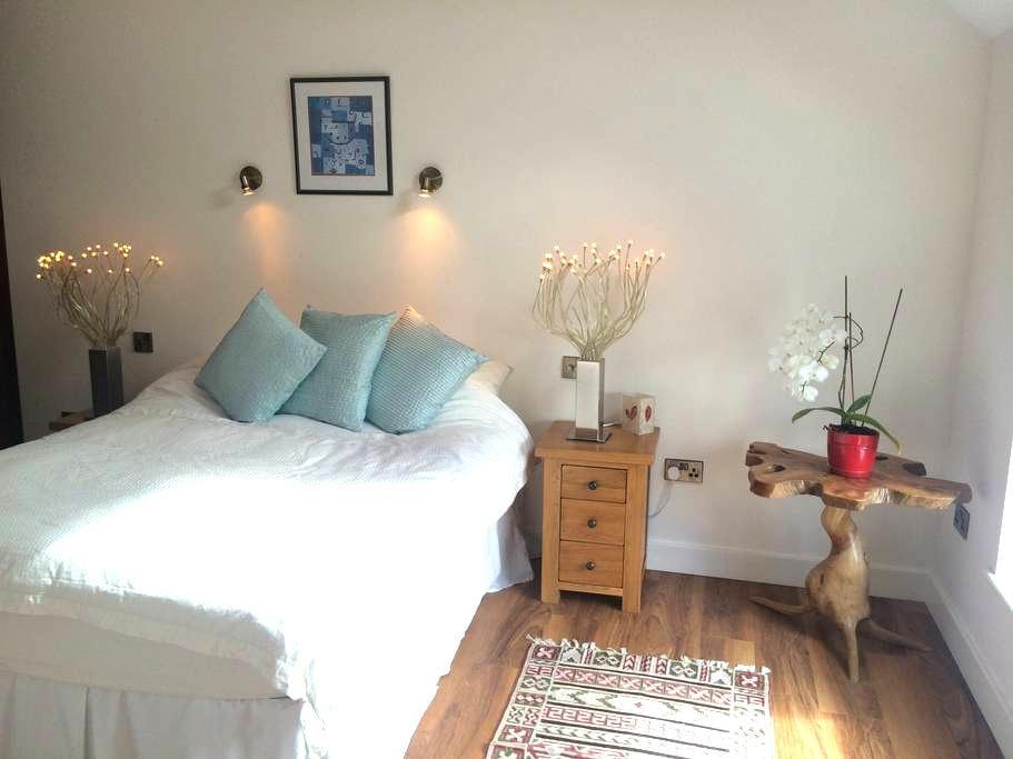 Double bedroom with own bathroom  - Burton upon Trent - บ้าน