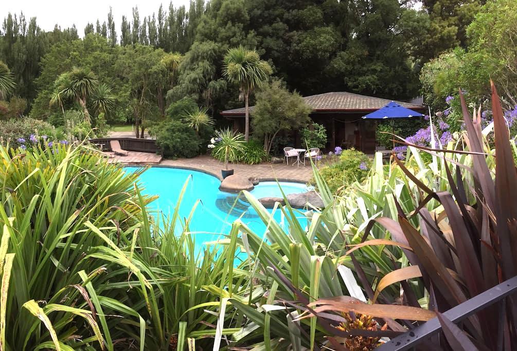 Tranquil cottage 15min Christchurch - Tai Tapu - Aamiaismajoitus