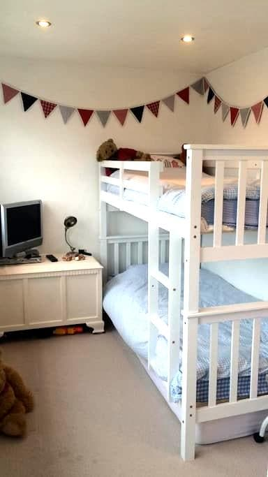 Brighton, clean and airy room with bunk beds - Portslade - Casa adossada