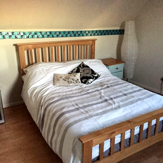 Spacious  double room(s) in cottage - Preston Bissett - Bed & Breakfast