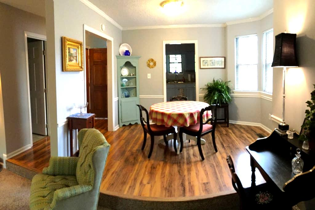 Chic Home close to NCSU & Centennial campus &  RDU - Raleigh - Stadswoning