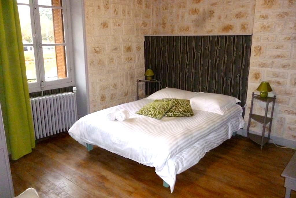 Le relais de Montigny (chambre du Dr Olive) - Montigny-le-Gannelon - Guesthouse