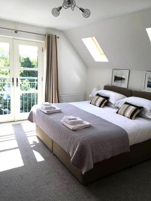 Riverbank luxury self catering apartment - Nairn