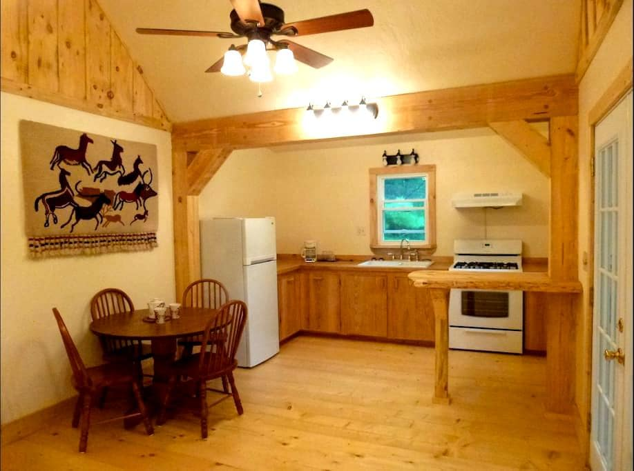 Blackberry Cabin - Lansing - Cabin