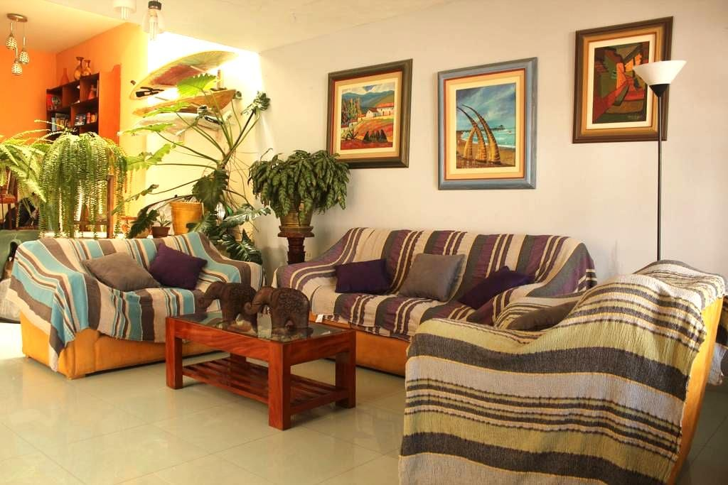 Ensuite room for 2 or3 w/breakfast - Huanchaco - Bed & Breakfast