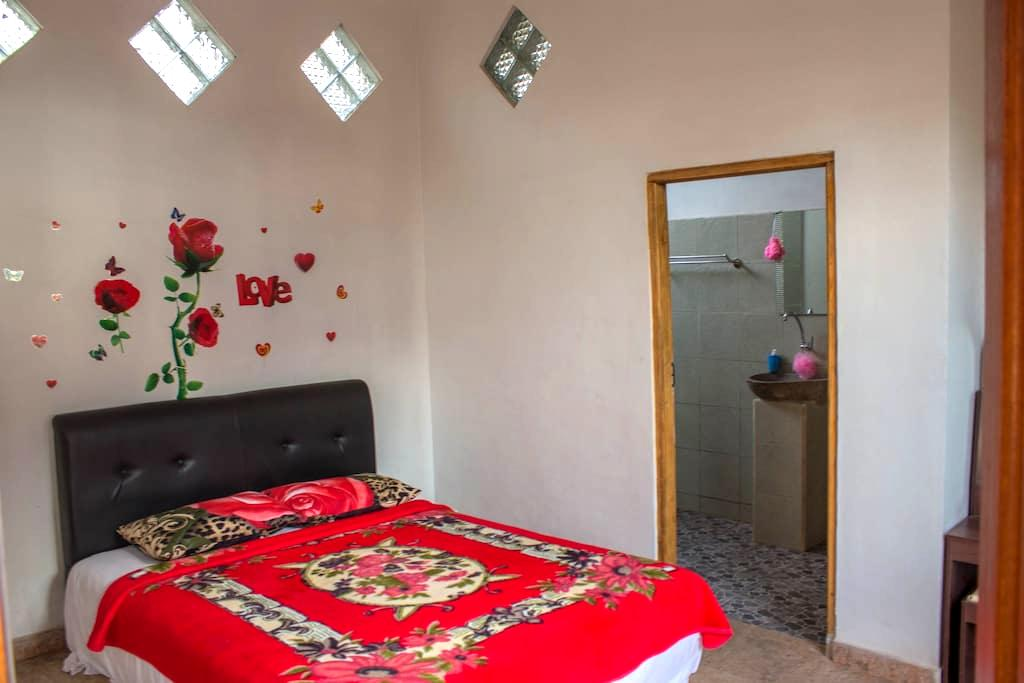 Room Number One at TangTingTung - Saketi - บ้าน