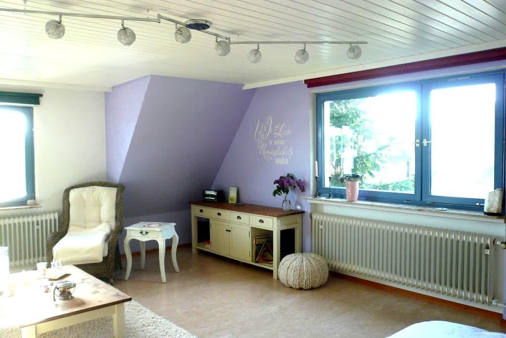 Großes Zimmer am Stadtrand Kassel - Fuldatal - Huis