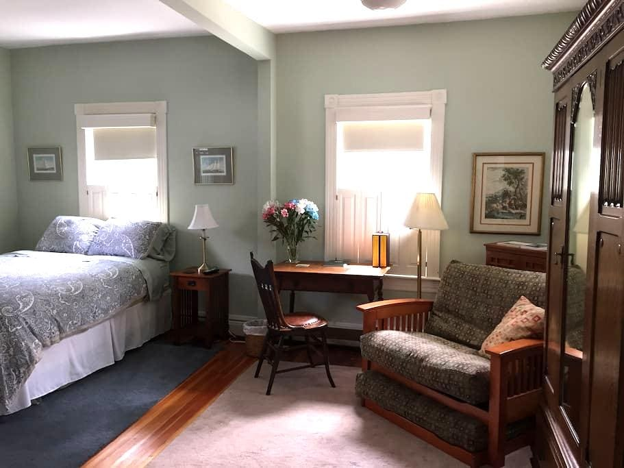 Spacious Studio  on the East Side/ Own Entrance - Providence