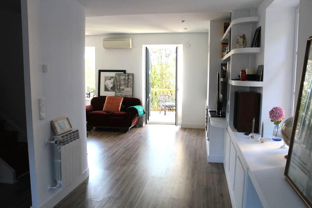 Beautiful room with balcony in centric villa2 - Donostia - วิลล่า
