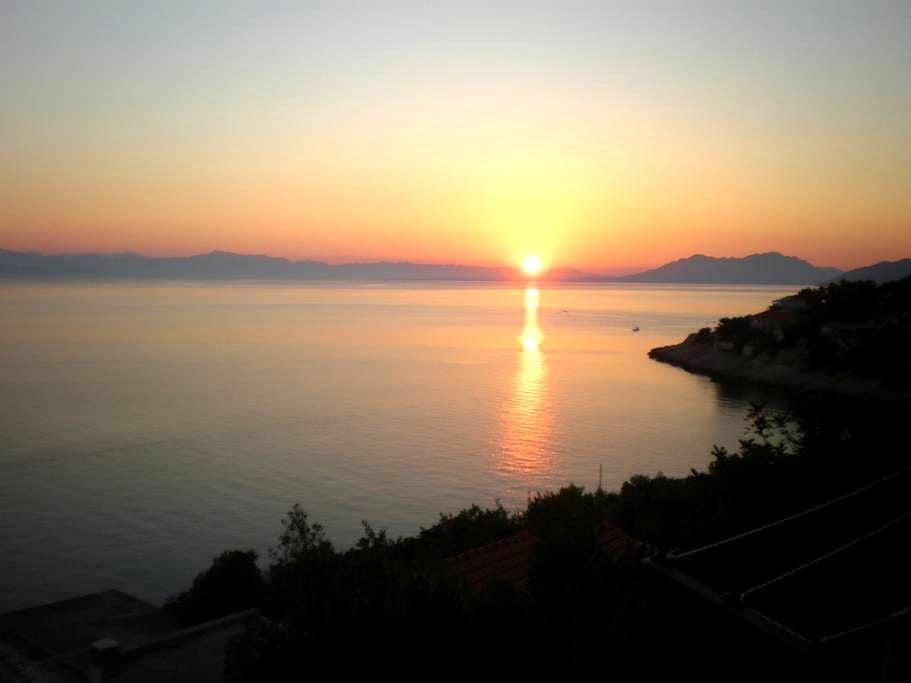 Amazing view of sunset and sunrise - Prigradica - Hus