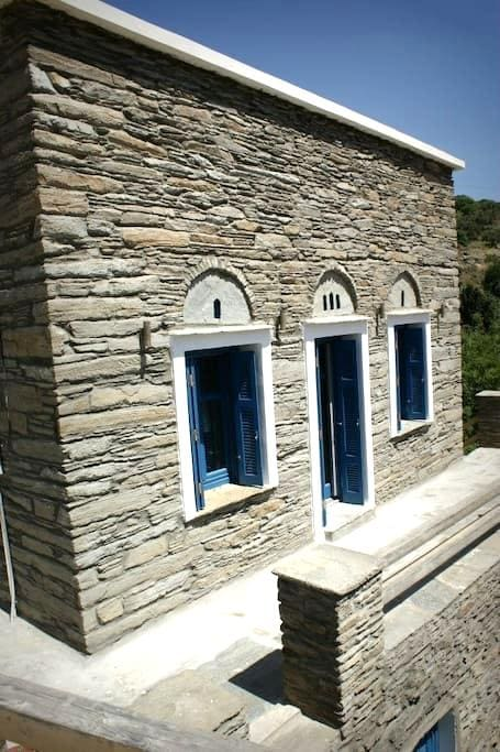 Traditional stone house sea views - Korthio