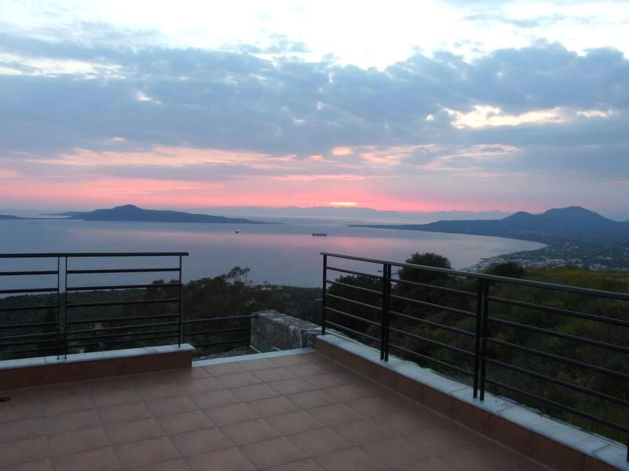 Spacious villa with amazing views - Lachi