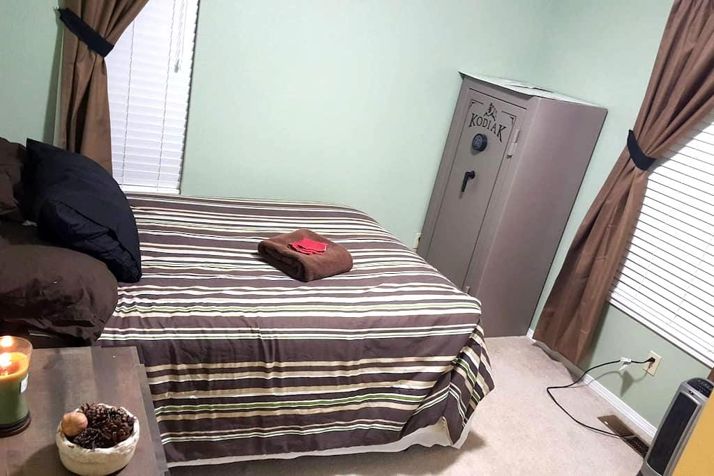 Guest Room for weekend or extended stay - Spring Creek - บ้าน