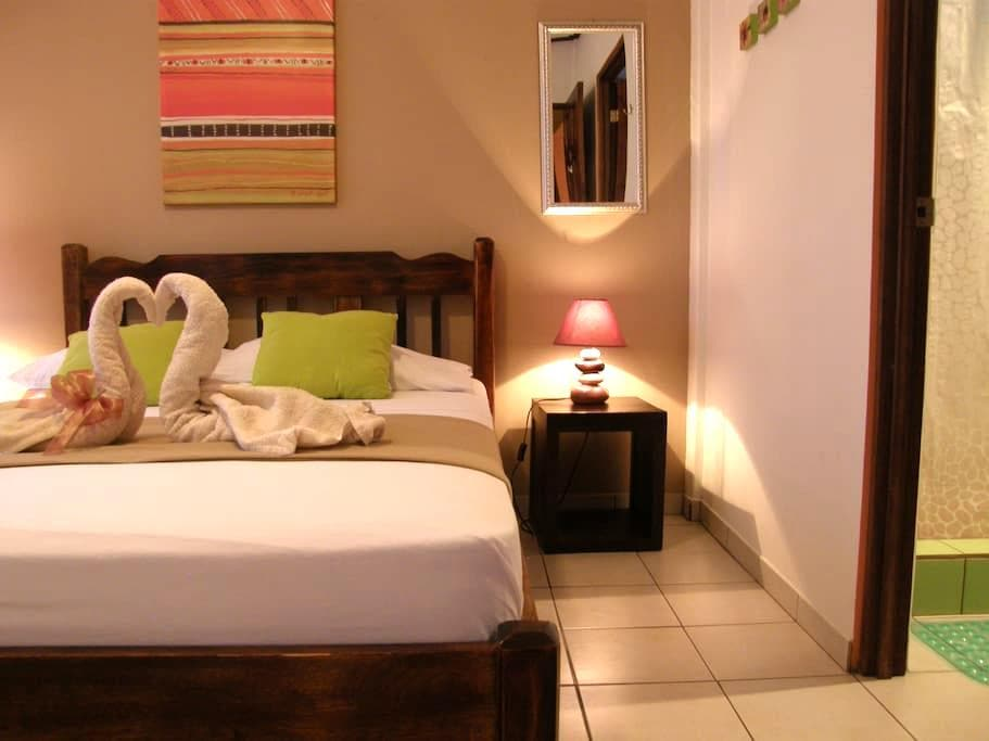 #6. Casa de Lis- Private Room, own bath - Turrialba - Alberg