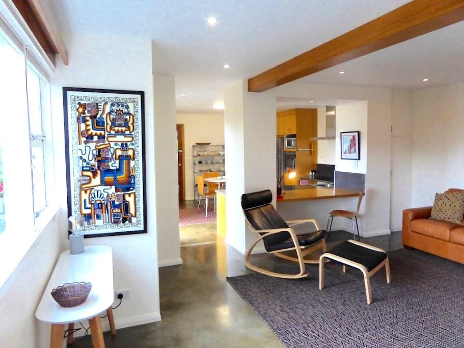 Gorgeous, warm, views - 8 mins CBD - Lindisfarne - Apartamento