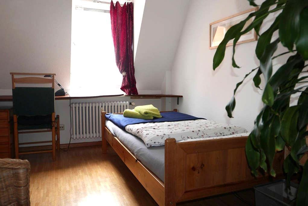 Kleines Privatzimmer, ruhig und zentral - Freiburg im Breisgau