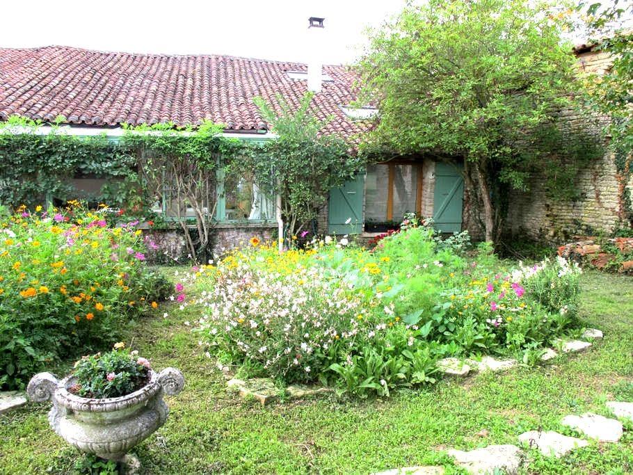 Au coeur de la campagne charentaise - Saint-Fraigne - Casa