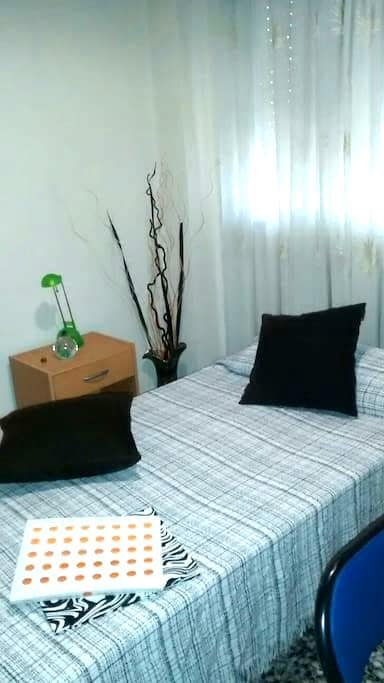 Habitación individual y tranquila con cama de 90cm - Mislata - Pousada