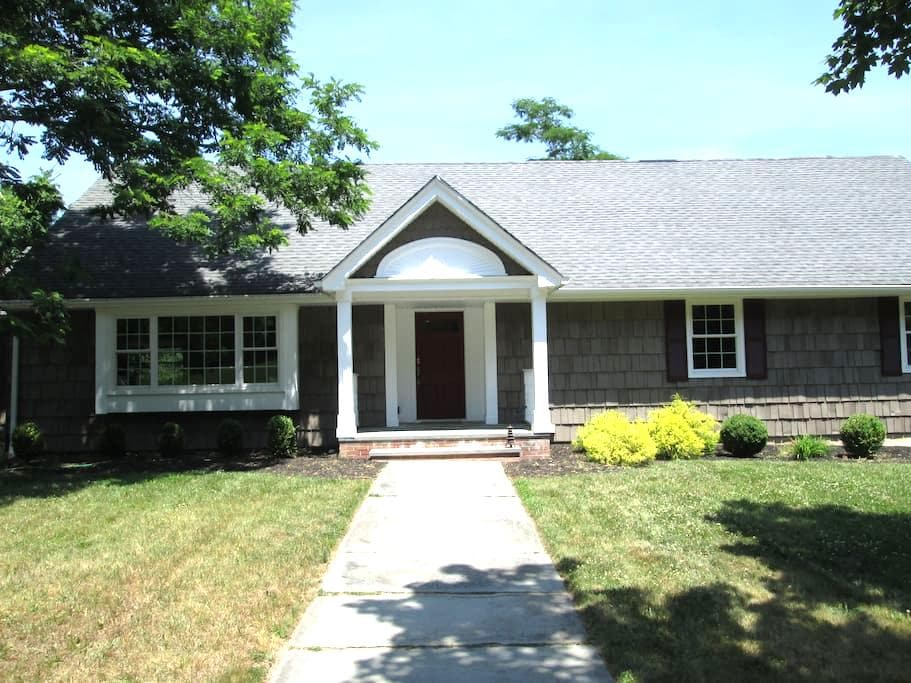 2 Bedrooms and 1 Bath (2nd floor) - Wall Township
