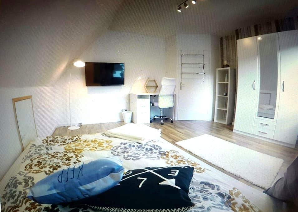 neues Zimmer, Stadtnah im Doppelhaus - Wolfsburg - Appartement