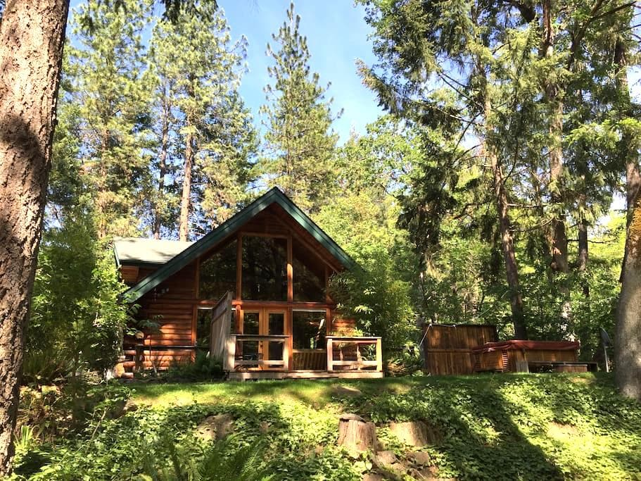 Thompson Creek Cabin with HOT TUB! Now with wifi! - Jacksonville - Srub