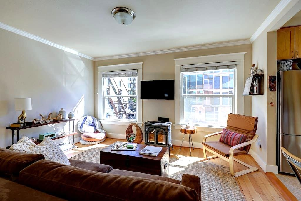 studio loft in the heart of downtown portland apartments for rent in portland oregon united. Black Bedroom Furniture Sets. Home Design Ideas