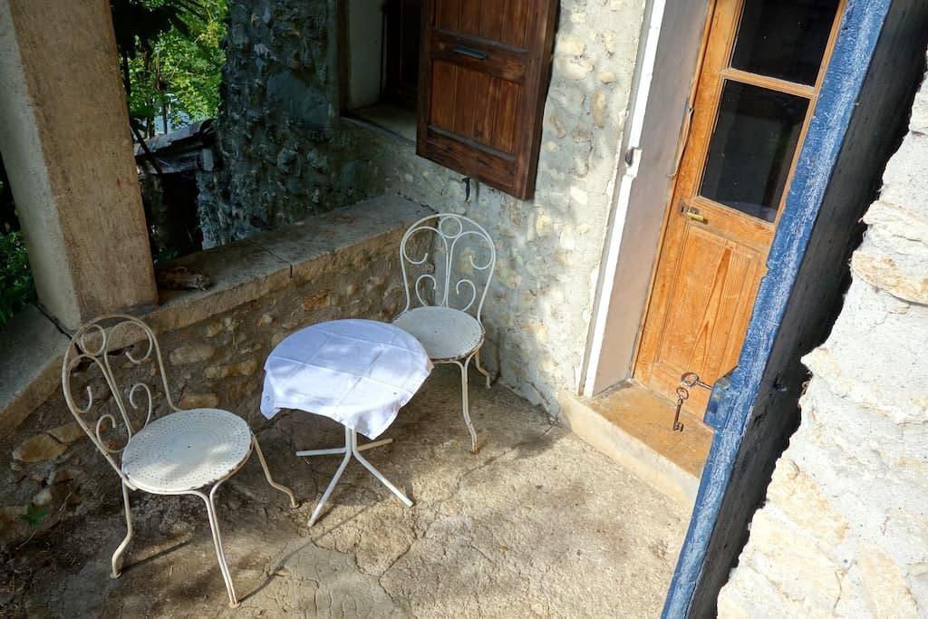 Chambre dans maison provençale - Lurs