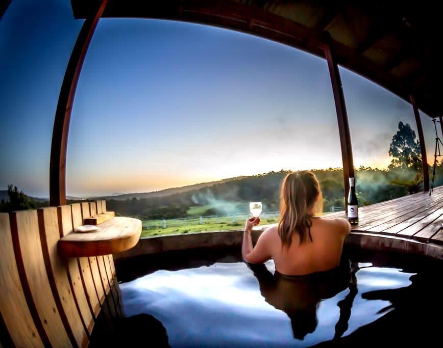 Hot Tub Hideaway #1 on Bruny Island - Lunawanna