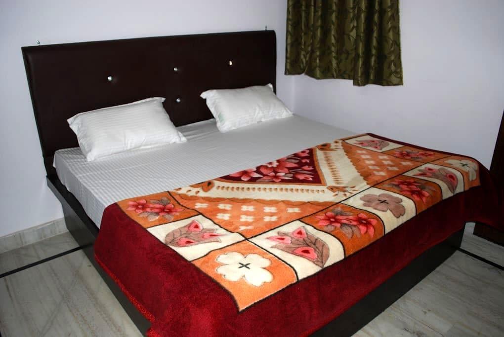 TajMahal Home Stay - Agra - Wikt i opierunek