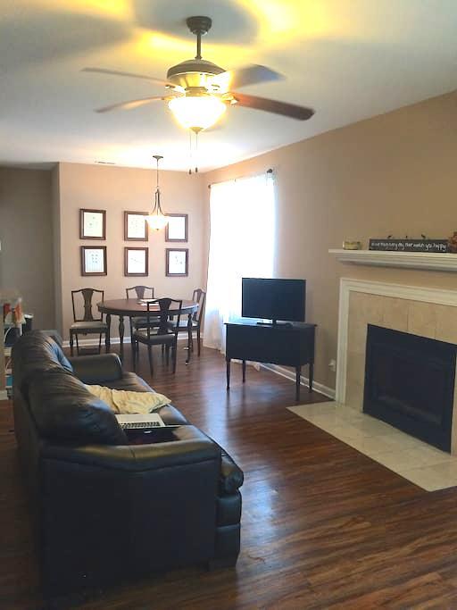 Private Room in a cute, north Indianapolis condo - Indianapolis - Condominio