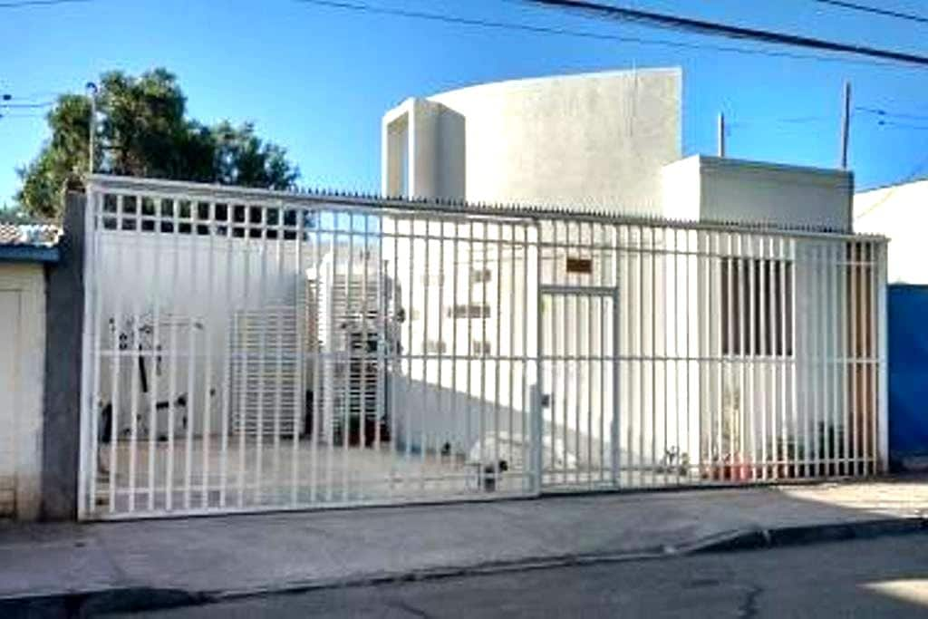 Rooms with private bathroom and very comfortables - Calama - Asrama