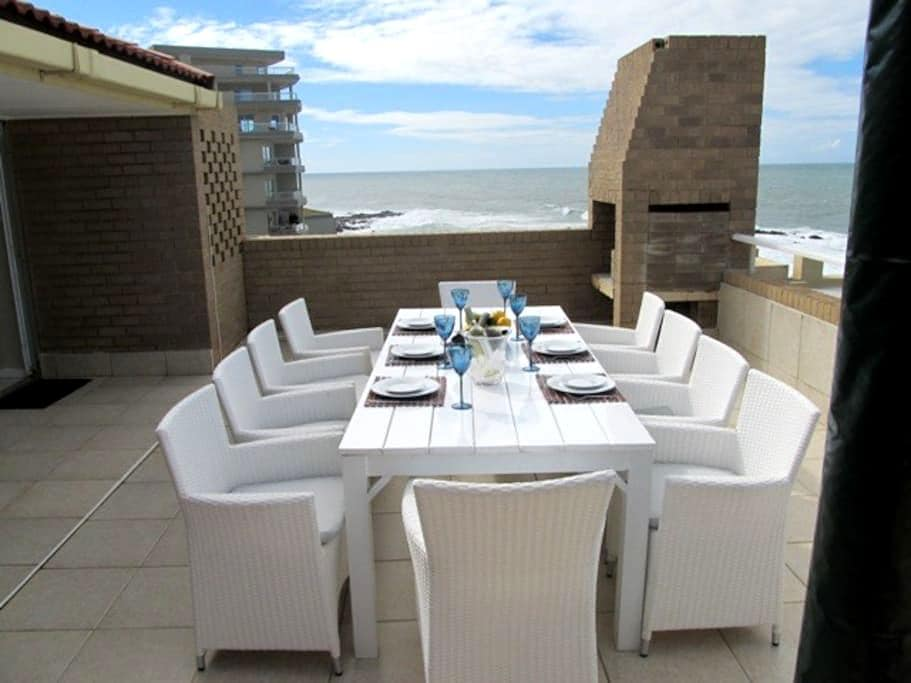 Beautiful Beachfront Apartment - Dolphin Coast - Leilighet