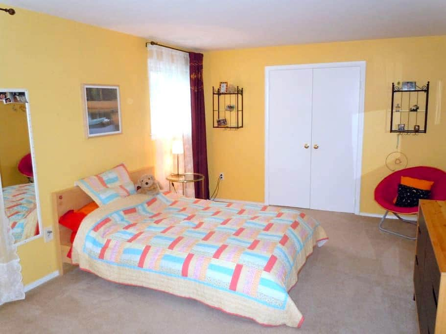 Private room w/bath, quiet&near DC - Derwood - House