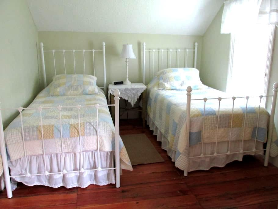 morningstar cottage B&B - Thorold