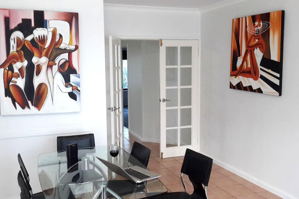 Large Modern  Unit - Joondalup - Apartamento