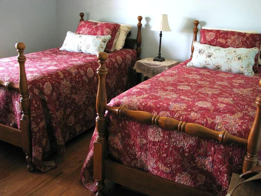 Cozy Room with a View at The Farmette - Nicholasville