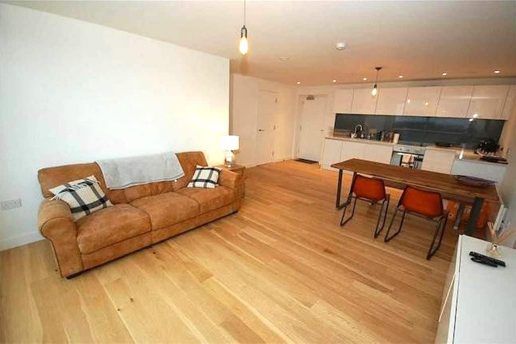 Brand new 2 bed City Penthouse + Parking - Manchester - Byt