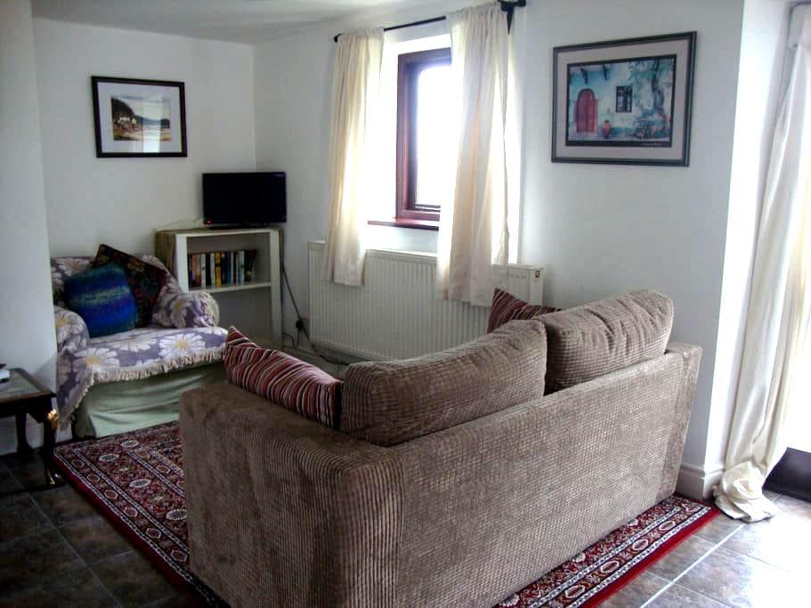 Dog friendly, cosy cottage in farm setting. - Penperlleni - Casa