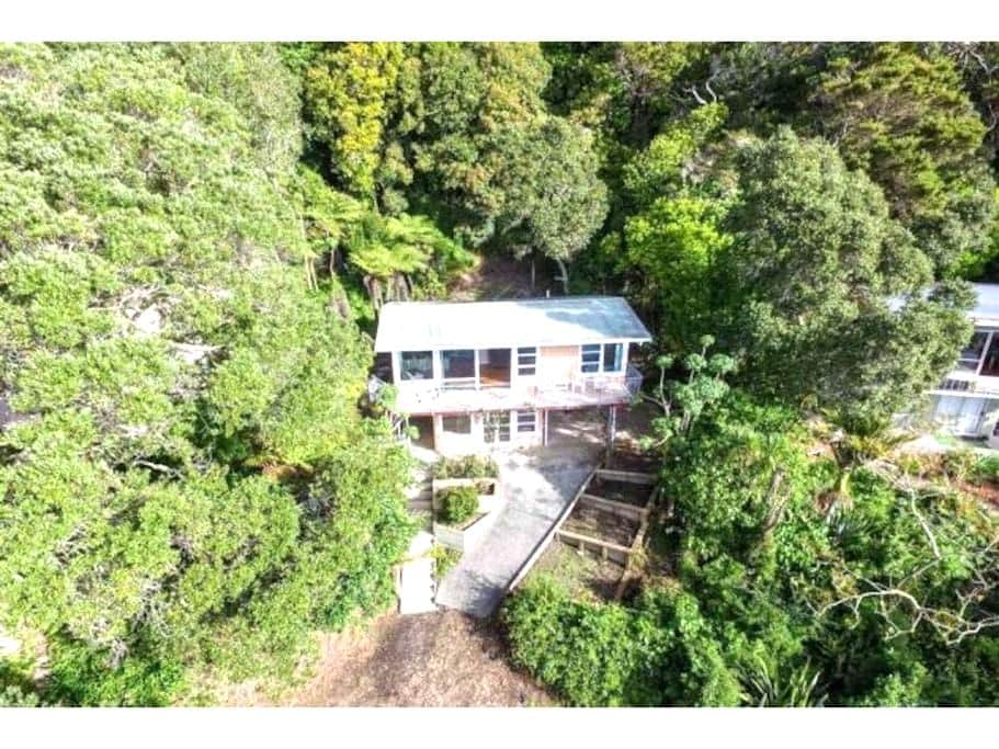 Secluded beachfront accommodation - Snells Beach
