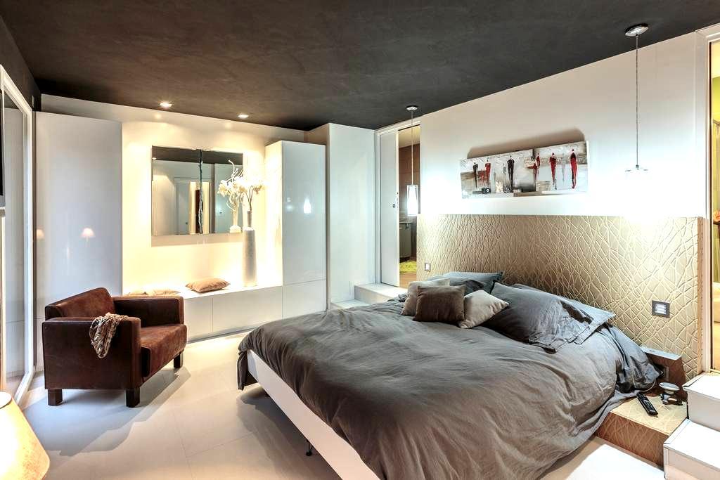Chambre Standing dans Grange Moderne - Marsat - Bed & Breakfast