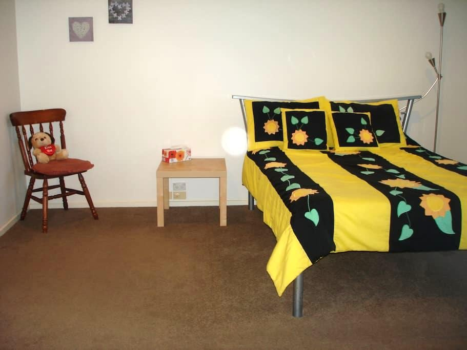 Master bedroom en-suite, walk-in robe, great view - Greensborough